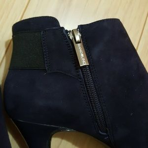 Bandolino Shoes - Bandolino heeled booties dark blue size 7M